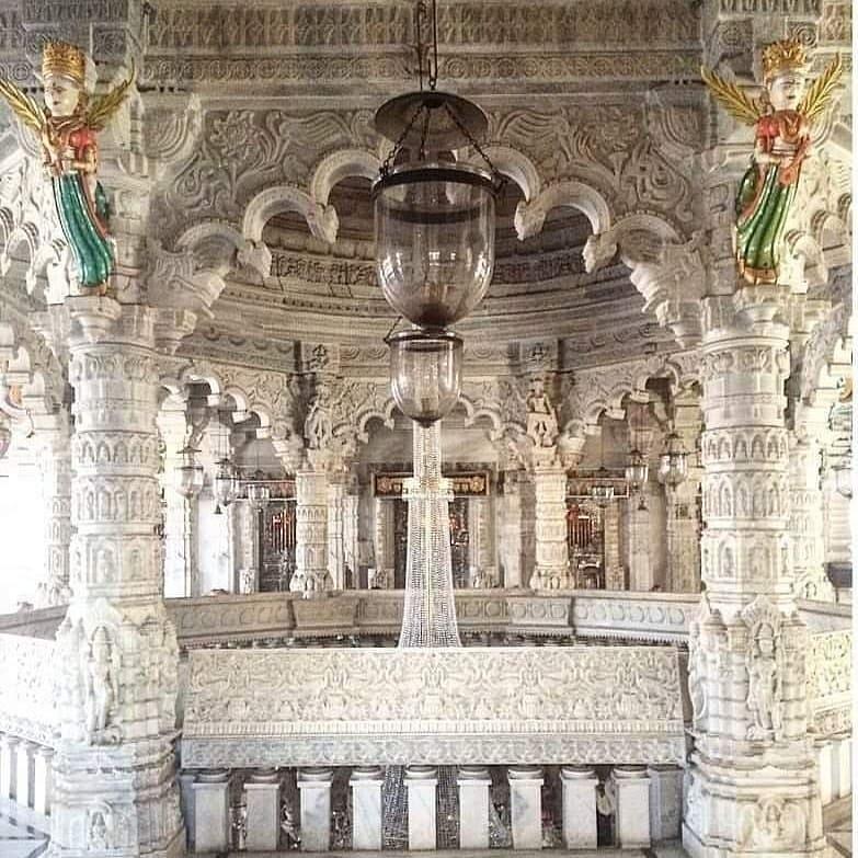 Godiji parshvanath Jain temple situated at paydhonie locality , Mumbai is heaven...